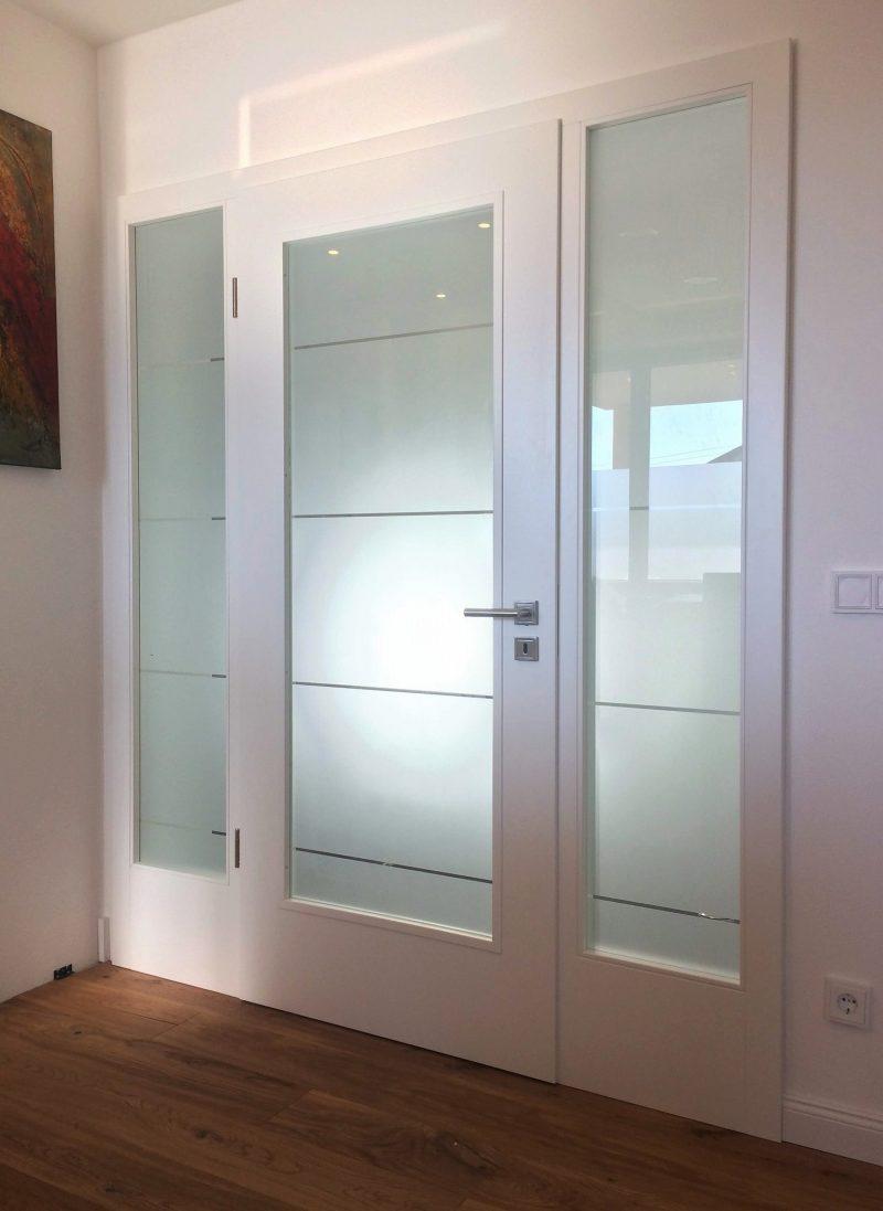 Zimmertüre weiss lackiert mit sandgestrahltem Glas
