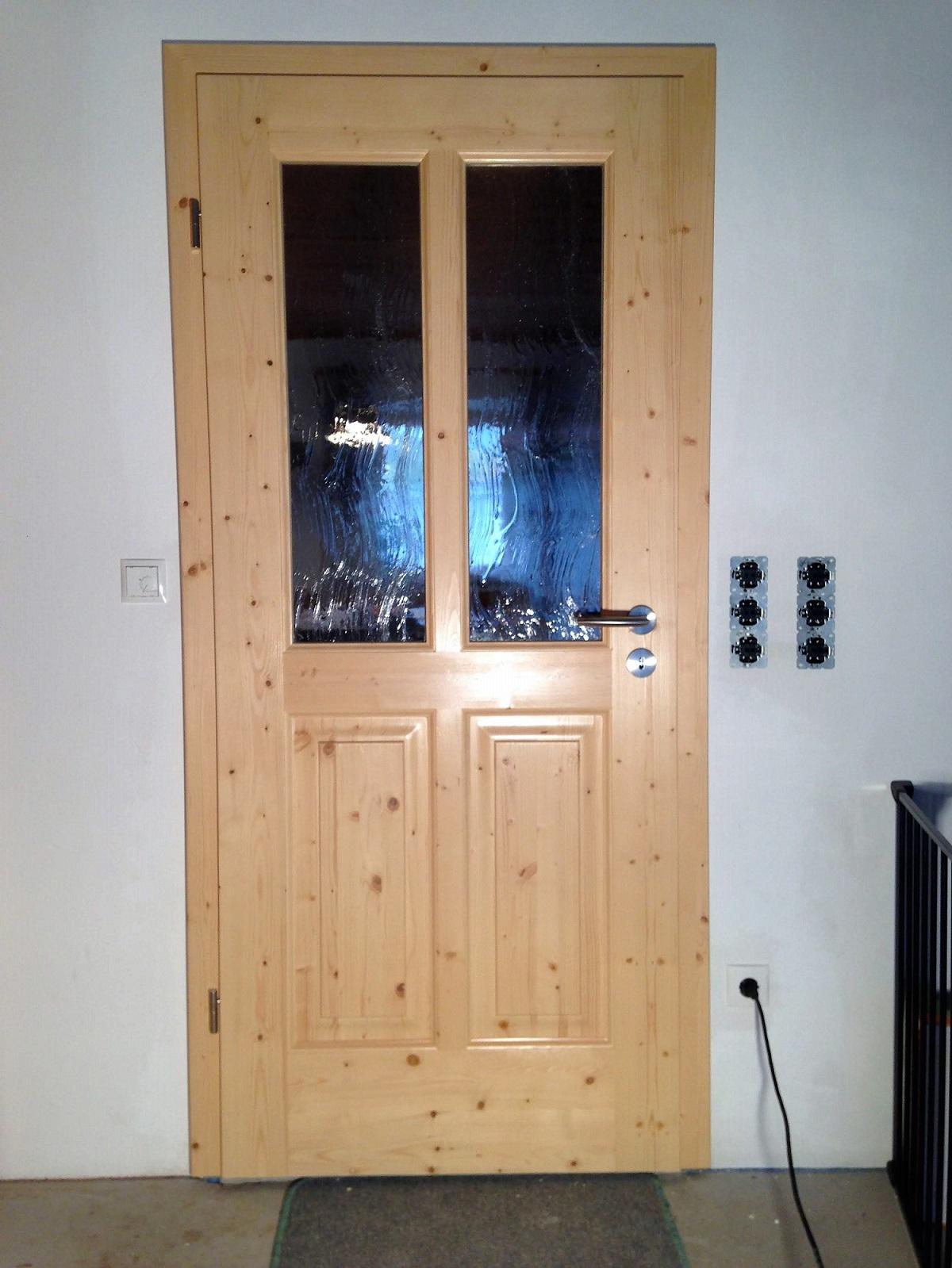 Zimmertür Fichte massiv mit 4 abgeplatteter Astfichtenfüllungen mit Altdeutschen Glas