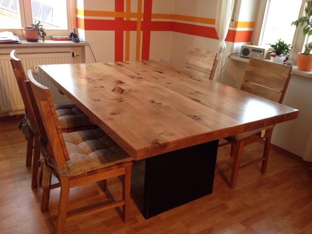 Tisch Ast-Eiche massiv mit schwarz lackierten Eisen Füssen