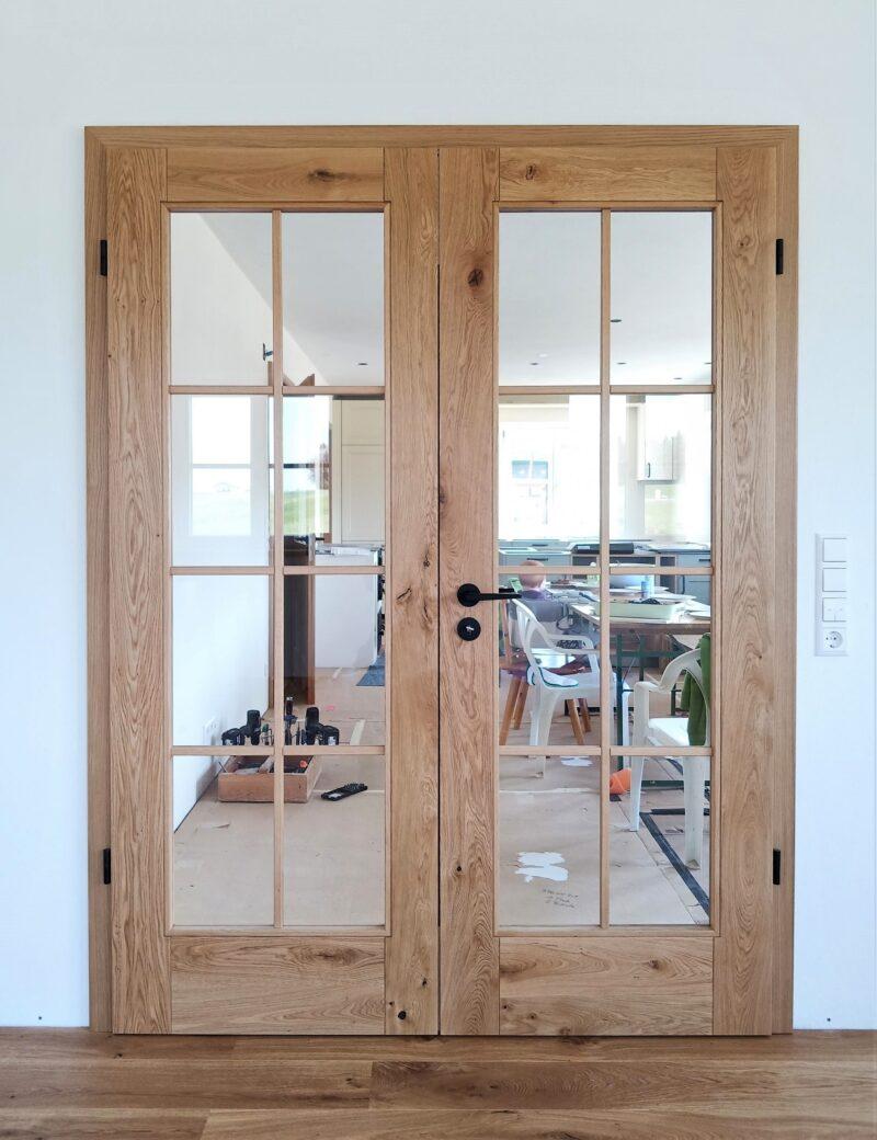 Zimmertüre in massiver Asteiche mit großem Glas und Sprossen, 2 Flüglig