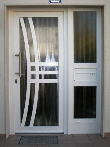 Haustür Aluminium weiss mit Seitenelement und Briefkasten