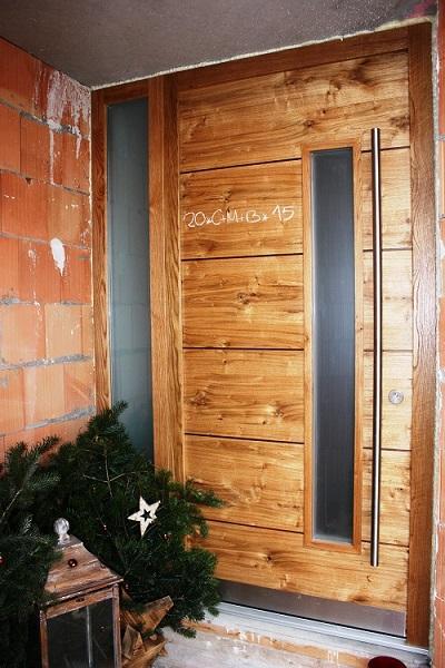 Haustür Holz Asteiche Echtholz geölt mit Nussbaumeinleime Lisenen