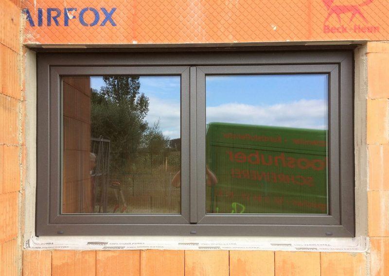 Kunststofffenster in DB-703 mit 3-fach Glas und Pilzzapfen Verriegelung