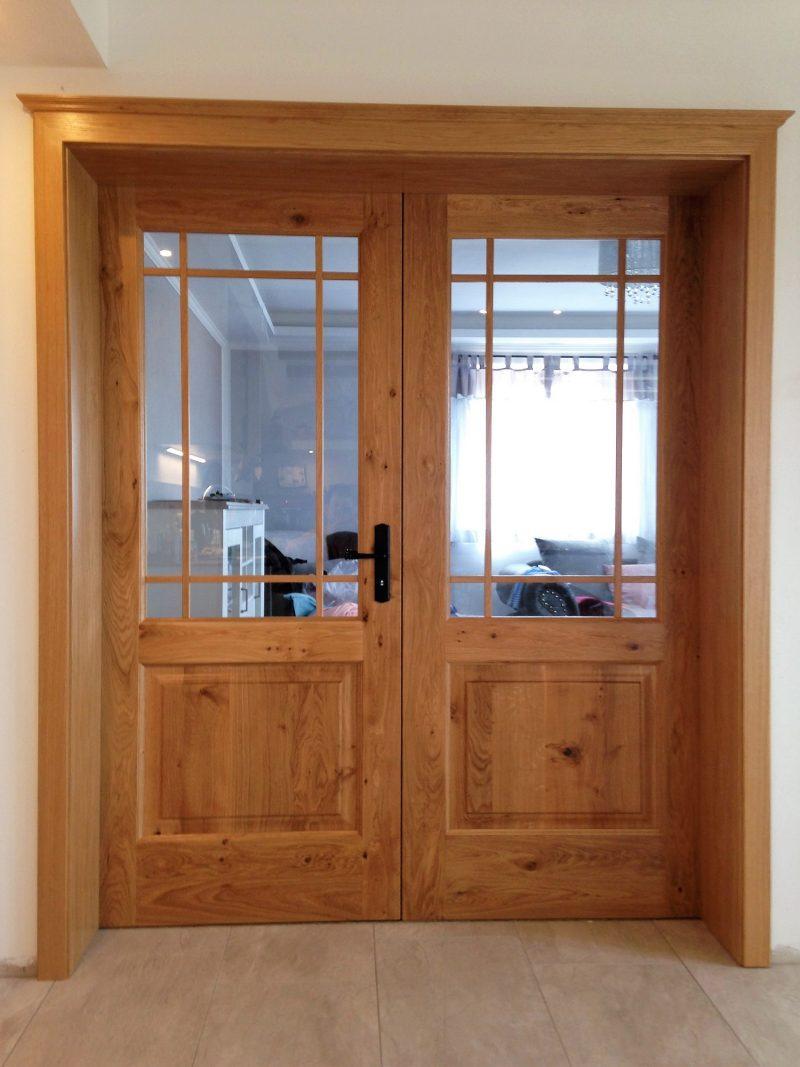2 flüglige Zimmertüre in massiver Asteiche mit Kassetten Füllung und Sprossen