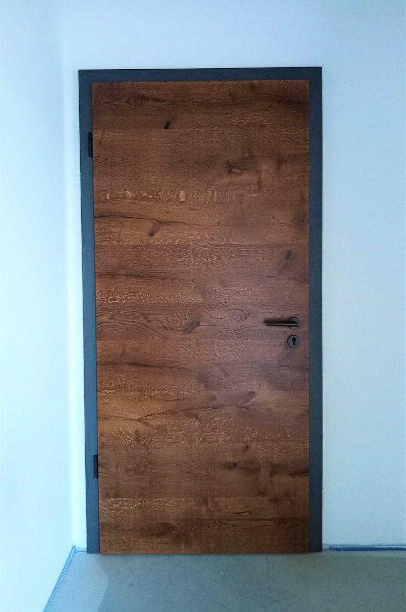 Zimmertür Asteiche Echtholzfurnier dunkel mit anthrazitfarbener Zarge