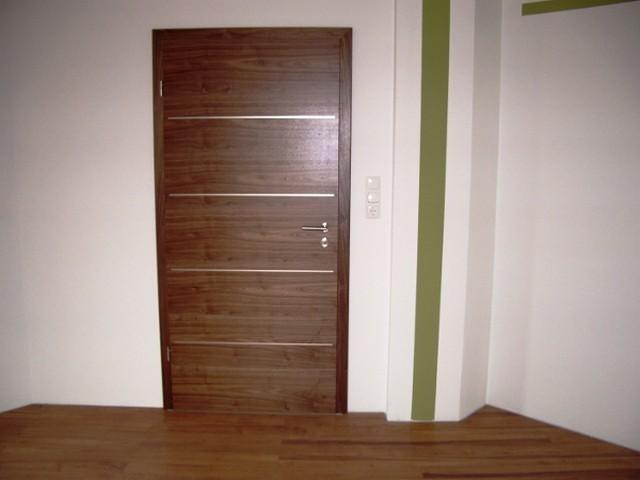 Zimmertüre Amerik. Nussbaum Echtholz quer funiert mit eingefrästen Silberstreifen