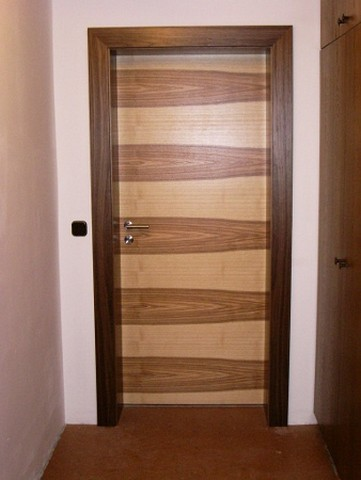 Zimmertür Nussbaumzarge mit Kernesche querfuniert