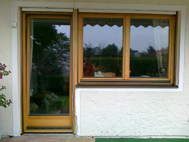 Lärchen Terrassentür mit 2flg Fenster natur geölt, alles feritig verfugt