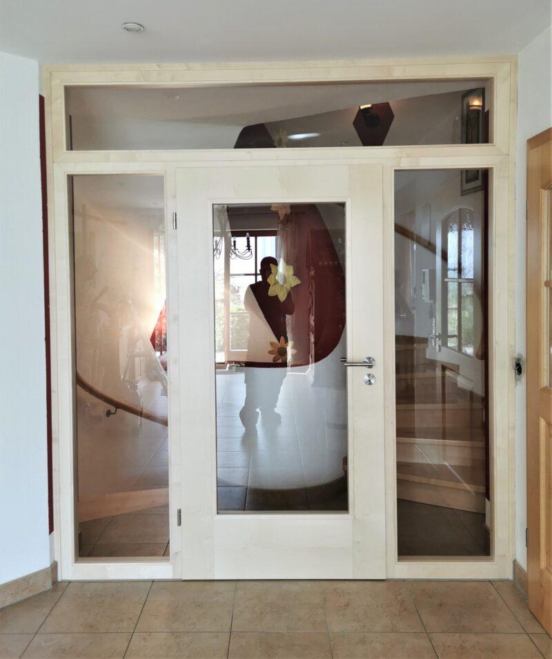 Windfang Türelement in Ahorn als Raumteiler, Sicherheitsglas und unsichtbare Bodendichtung