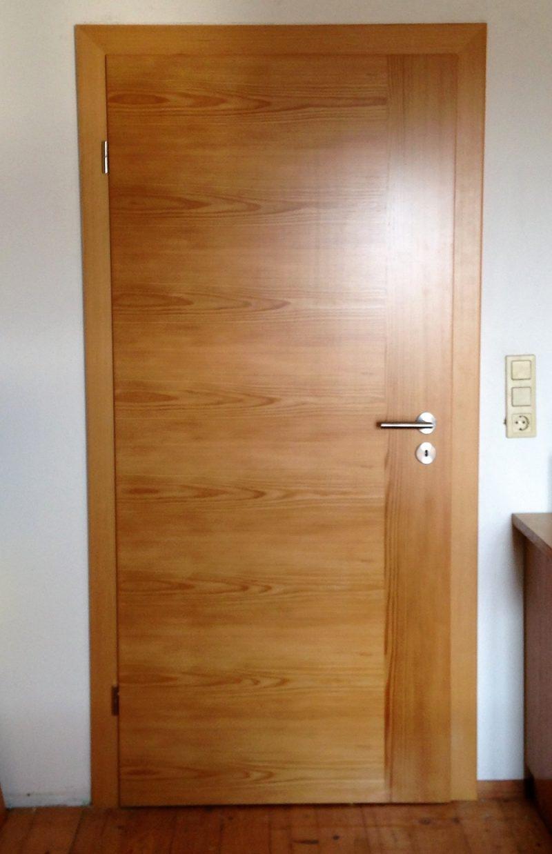 Zimmertüre in Lärche Echtholz furniert mit Quer und einem Längssteifen