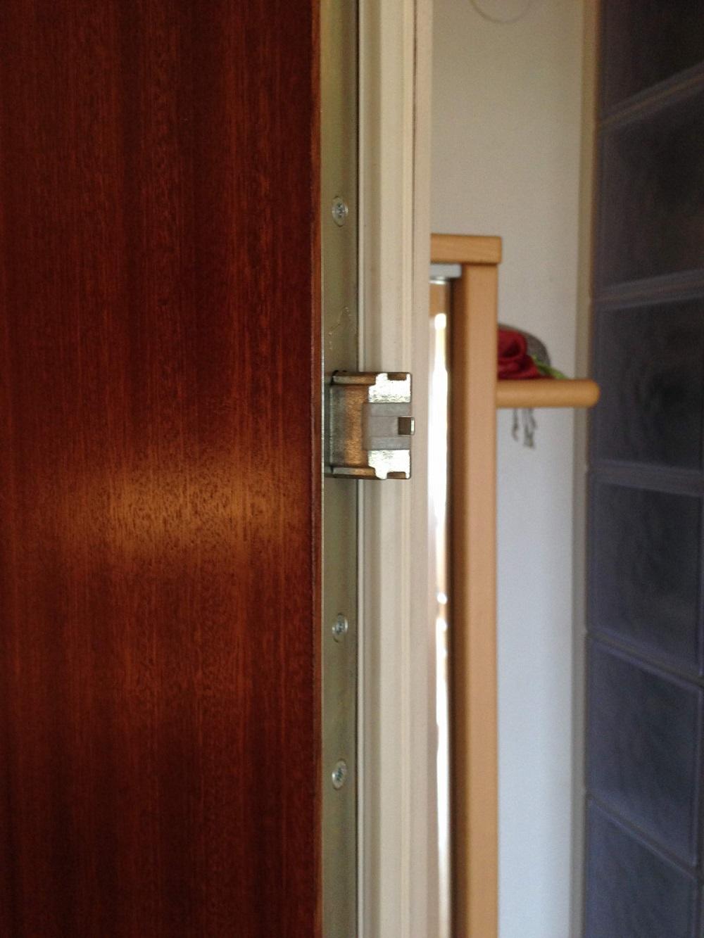 Wohnungseingangstüre mit mehrfachverriegelungs Bolzen gegen Einbrüche